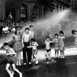 Weegee, Nyár a Lower East Side-on..., 1937 körül © Courtesy Institute for Cultural Exchange, Germany 2018