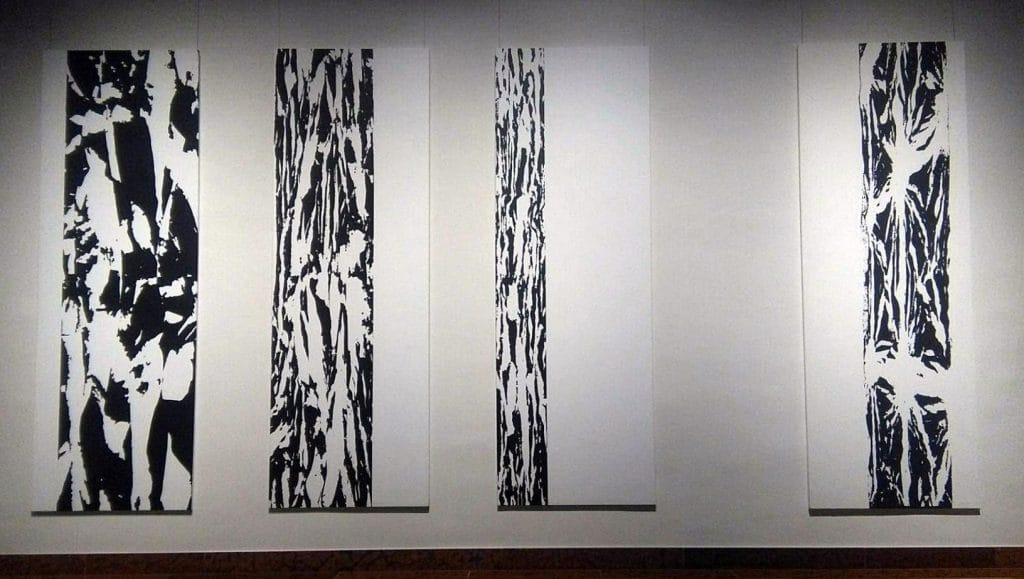 Anamorfózis I. II. III. IV, szitanyomás 1981-1997, 3 x 300 x 100 cm_2